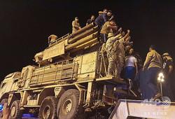 リビアの首都トリポリで、航空防衛システムを配備するリビア国民統一政府(GNA)の部隊(2020年5月20日撮影)。(c)Mahmud TURKIA / AFP