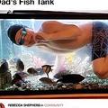 父親の水槽で泳ぐ13歳少年(画像は『LADbible 2020年4月1日付「Teen Who 'Misses Swimming' During Pool's Coronavirus Closure Takes Dip In Dad's Fish Tank」』のスクリーンショット)