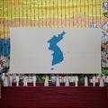 北朝鮮・平壌のメーデースタジアムに掲げられた南北統一旗(2018年10月5日撮影、資料写真)。(c)KIM Won Jin / AFP