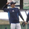 西武・源田壮亮(左)と辻発彦監督【写真:安藤かなみ】
