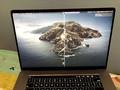 16インチMacBook Proひび