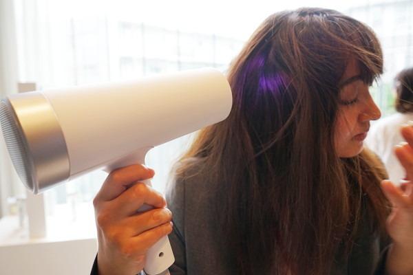 光で乾かすドライヤー? マクセルが美容家電の新ブランド「llexam」