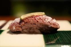 飛騨牛タンにシャトーブリアン、和牛ザブトンも! 一日8組限定の牛肉寿司