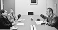 (写真)懇談する(左から)崔弁護士、有光世話人代表、穀田議員=1月31日、国会内