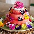 エディブルフラワーを使ったスイカケーキ完成