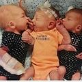 誕生した3つ子(画像は『Mirror 2019年8月17日付「Woman thought she had kidney stones but gives birth to triplets instead」(Image: Facebook)』のスクリーンショット)