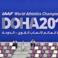 第17回世界陸上ドーハ大会、女子やり投げ予選。観戦に訪れた人々(2019年9月30日撮影)。(c)Giuseppe CACACE / AFP