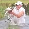 米国で飼い犬がワニに襲われる 男性がワニの口をこじ開け救出
