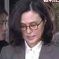 チョ・グク氏の妻が逮捕状の審査のため裁判所に出頭 初の公の場