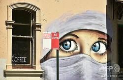 豪シドニー郊外で、壁に描かれたイスラム教徒の女性の絵(2014年10月2日撮影、資料写真)。(c)PETER PARKS / AFP