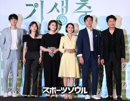 キャスト パラサイト 韓国 映画