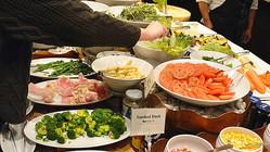 食べ放題のビュッフェスタイルが経済的に成立する理由とは?