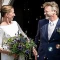 メッテ・フレデリクセン首相(左)と、パートナーのボ・テンベルクさん。デンマーク・シェラン島のマグレビィ教会で行われた結婚式にて(2020年7月15日撮影)。(c)Mads Claus Rasmussen / Ritzau Scanpix / AFP