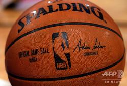NBAの公式球(2015年3月25日撮影)。(c)JEWEL SAMAD/ AFP