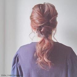 「くるりんぱ」するだけ!ニットに合う髪型別ヘアアレンジ