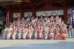 東京・神田明神で恒例の「AKB48グループ合同成人式」が開催。42名の新成人メンバーが参加した