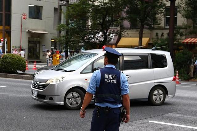 年度末によく遭遇する交通誘導員と信号はどちらを守ればいい ...