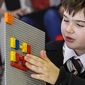 ブロックの突起が点字に対応した「LEGO Braille Bricks」が登場