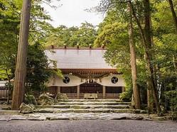 鈴鹿山系の中央、入道ヶ岳の麓に鎮座する猿田彦大神の総本宮