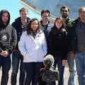 「イベント・ホライズン・テレスコープ(EHT)」のプロジェクトメンバーら。前列の中央右がケイティ・バウマン氏。EHT公式ウェブサイトより。(c)Ana Torres Campos