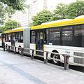 西日本を中心に増える「連節バス」背景に運転士不足など