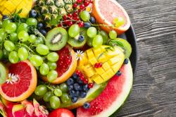 夏 の 肌 を 酸化 か ら 守 る! 美肌 の た め に 食 べ た い 「夏 の 果物」 3 つ