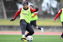 川崎から名古屋へ移籍してきた阿部。J1で3度の優勝経験を持つアタッカーだ。写真:金子拓弥(サッカーダイジェスト写真部)