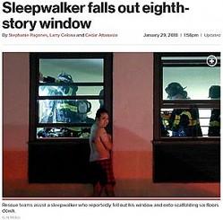 8階窓から転落、2階の足場で救出された男性(画像は『New York Post 2018年1月29日付「Sleepwalker falls out eighth-story window」(G.N.Miller)』のスクリーンショット)