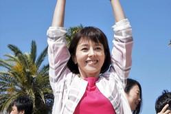 マリコ(沢口靖子)、和歌山へ!休暇とって笑顔&フラミンゴポーズ決める