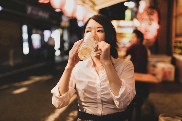 [画像] 一人で外食、どこまで行ける? 「一人で回転寿司」は女性の2割以上が経験
