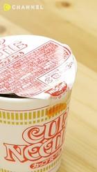 知ってると絶対違う☆カップ麺の蓋が開くのを防ぐ裏技