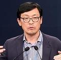 会見する李昊昇(イ・ホスン)経済首席秘書官=(聯合ニュース)