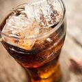 コカ・コーラ社が狙う顧客は「年1回飲む人」 ヘビーユーザーを狙う弊害とは