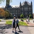 新型コロナウイルス流行の影響で、学生がほとんどいない米ジョージタウン大学のキャンパス(2020年5月7日撮影)。(c)SAUL LOEB / AFP
