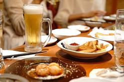 「家飲み」の加速で居酒屋がピンチ(写真はイメージ)