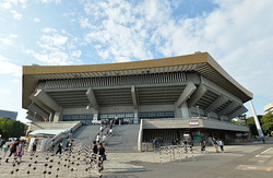 日本武道館で錦戸は無観客オンラインライブを行った