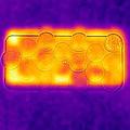 酷暑でスマホやパソコンにも負荷 10円玉で効率よく放熱が可能