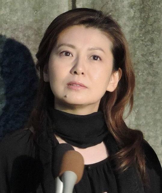 南野陽子52歳の離婚危機? 直撃取材に「グラビアで出してください!」