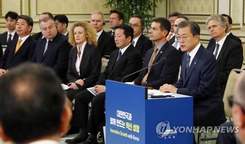 [画像] 文大統領が韓国への投資呼びかけ 外資系企業と懇談会