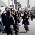 滑らかな映像で臨場感がすごい 戦後間もない東京の様子をAI技術でカラー化