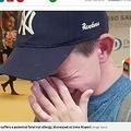 ナッツアレルギーの少年、予約していた便に乗れず涙(画像は『Mirror 2018年12月3日付「Boy with potentially deadly allergy is told plane won't stop serving nuts」(Image: Selina Weston/mirrorpix.com)』のスクリーンショット)