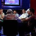 ポーカー世界大会で日本人が準優勝 賞金約9000万円を獲得