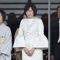 「即位の礼」でのドレスに批判殺到 なぜ安倍昭恵夫人は失敗したのか