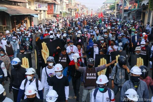 デモ隊に実弾発砲、18人死亡 ミャンマー抗議デモ