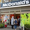 マック、店内飲食を再開 5都道県で26日...