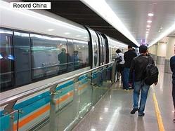 26日、香港紙サウスチャイナ・モーニング・ポストは、高速鉄道の輸出に力を入れている中国が日本と共同で世界最速の空気浮上式高速列車を開発すると報じた。写真は上海のリニアモーターカー。