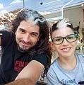 前髪だけ白髪の遺伝子を持つ親子(画像は『DABKE Gabriel Cesar Bufe 2021年2月5日付Instagram「Vivimos incontables experiencias en la vida.」』のスクリーンショット)