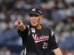 <オ・ロ>7回2失点で粘りの投球で笑顔を見せる西野勇(撮影・後藤 正志)