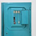 イタリア・シチリア島南部トラパ二にある刑務所で、ドアを閉める刑務官(2019年2月15日撮影、資料写真)。(c)Andreas SOLARO / AFP