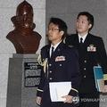 23日、韓国国防部は日本大使館の武官を呼び、日本哨戒機の威嚇飛行に抗議した。国防部を出る武官=(聯合ニュース)